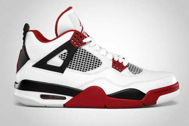 Sneaks: Nike Air Jordan 4 Retro