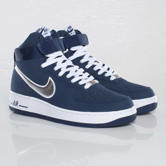 Sneaks: Nike Air Force Hi 07