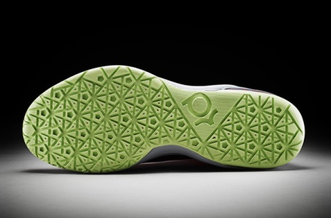 2012-kevin-durant-unveils-the-nike-kd-v-4-620x409