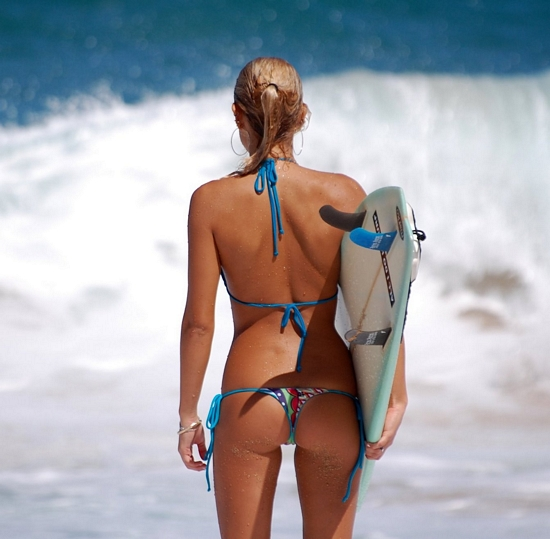 Video: Hawaiian Beach Babes..What Surfers Dig!