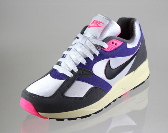 Sneaks: Nike Air Base VNTG
